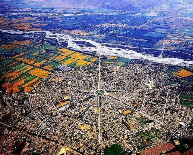 新疆伊犁哈萨克自治州特克斯县县城