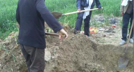 造葬坟墓时的破土口诀